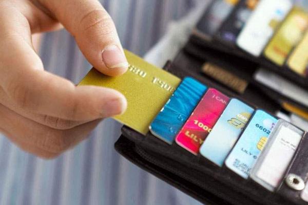 Xu hướng dùng thẻ thanh toán khi đi du lịch
