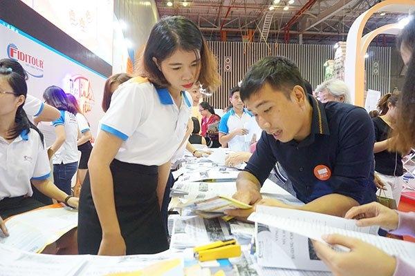 Người Việt mạnh tay chi tiền tỉ mua tour ở hội chợ du lịch
