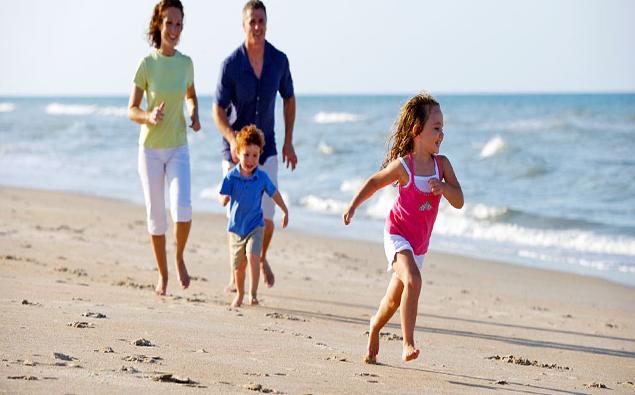 4 lưu ý cần thiết đảm bảo an toàn cho trẻ nhỏ khi du lịch biển
